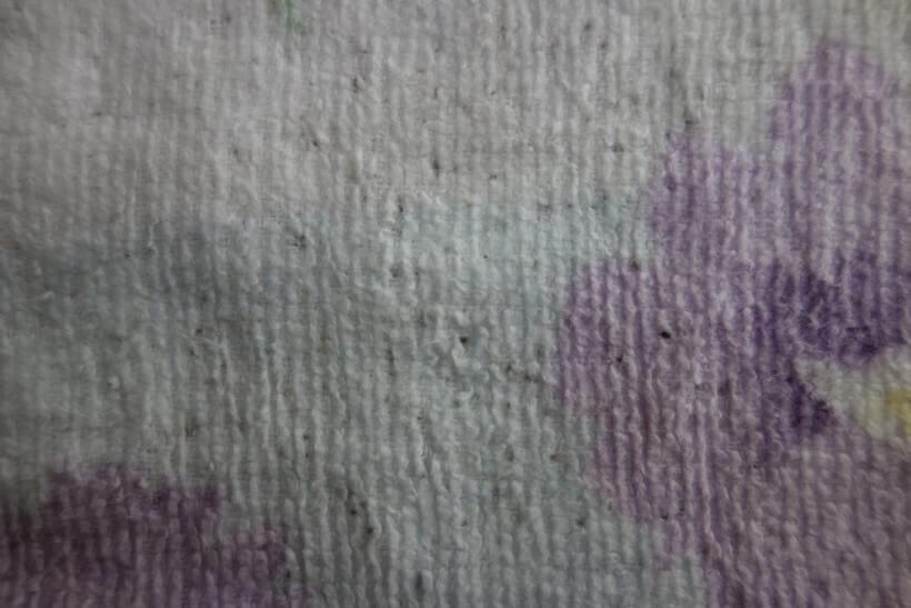 黒かびがついた色柄もののタオル漂白前