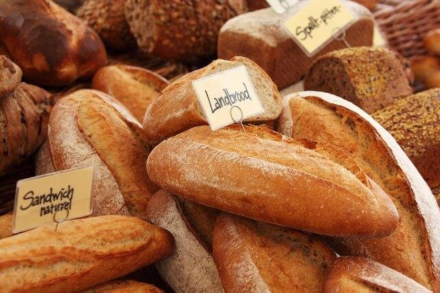 焼きたての食パンの切り方は?キレイに切れるアイテムを紹介