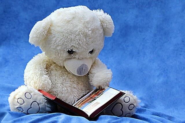 世界3大ファンタジーのひとつ、ナルニア国物語を子供に読み聞かせ中