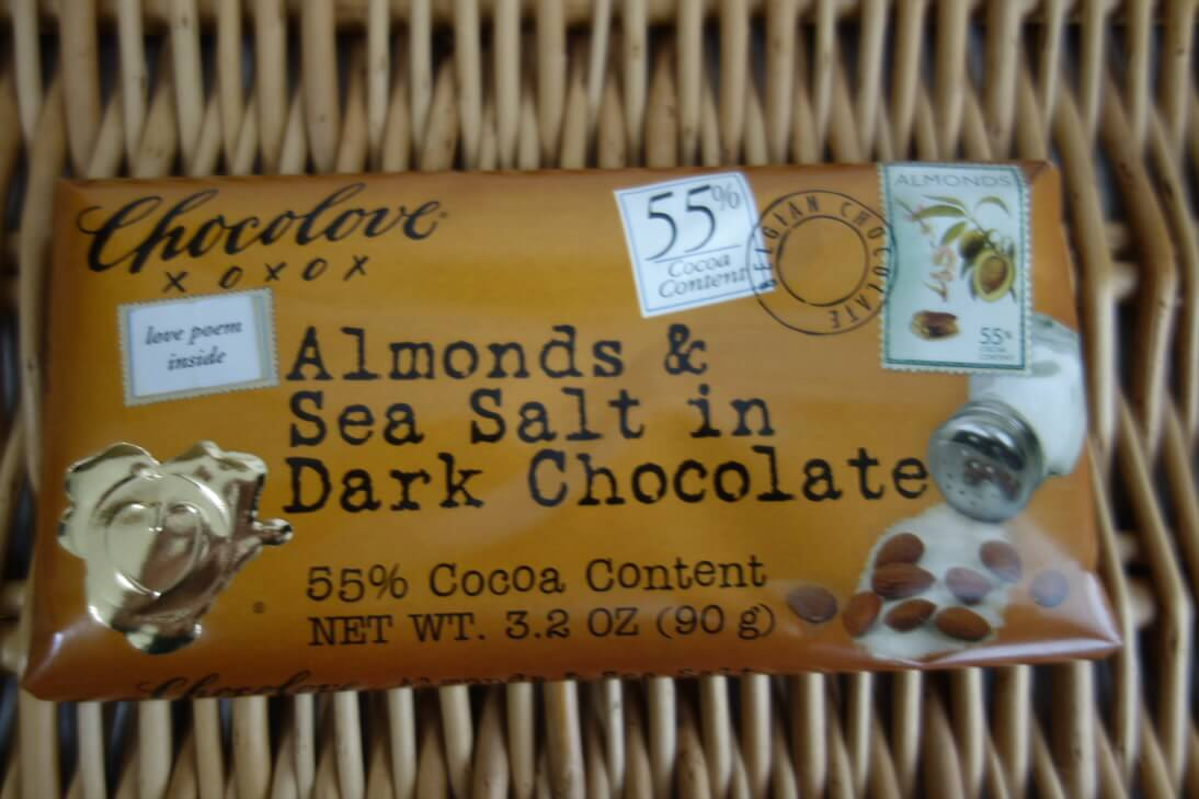 Chocoloveのアーモンド&シーソルトチョコレートのパッケージ