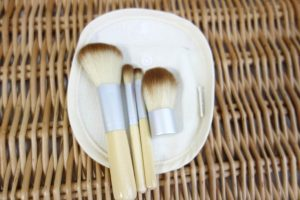 Madre-Labs-Madre-Labs-Five-Piece-Cosmetic-Mini-Brush-Set (1)