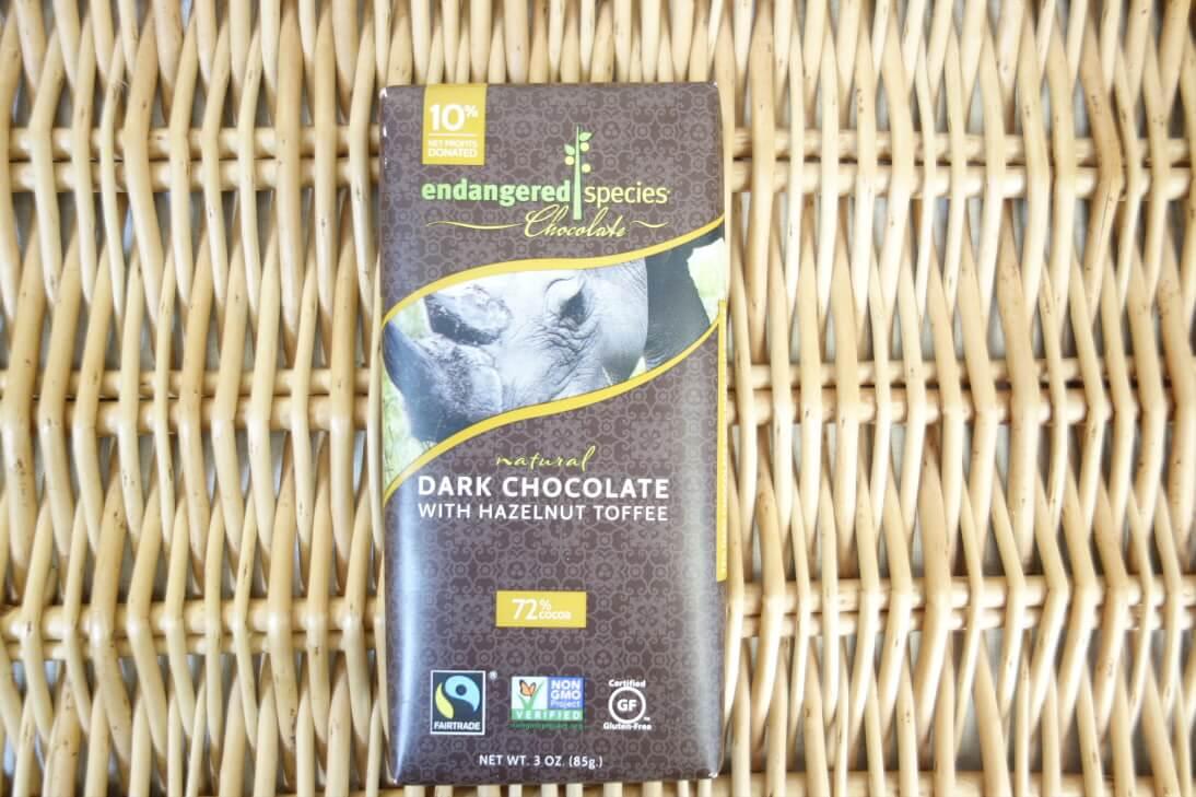 【アイハーブのお菓子】カカオ72%のヘーゼルナッツトフィー入りのダークチョコレート
