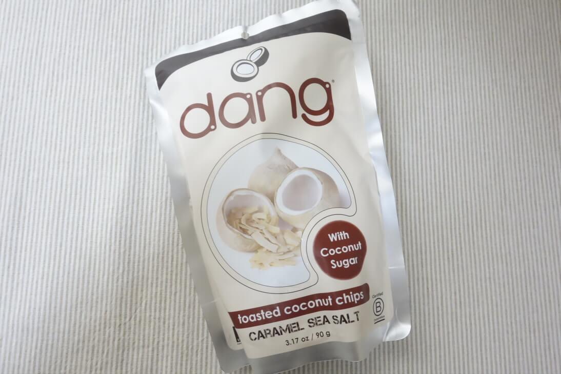 【アイハーブのお菓子】Dangのココナッツチップスのキャラメル・シーソルト味は激ウマ!