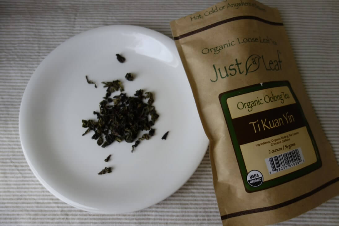 just leafのオーガニックウーロン茶の茶葉と袋